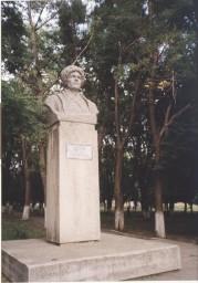 Памятник Герою Гражданской войны Шпаку Ф.Г., установлен в 1966 г., скульптор Ф.И.Перенятко