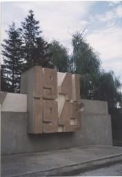 Мемориальный комплекс «Огонь Вечной Славы»   построен в 1974 г. по проекту архитекторов Д.М. Казачкова, Д.В. Албула