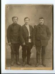 Акулов  Михаил Устинович (в центре)